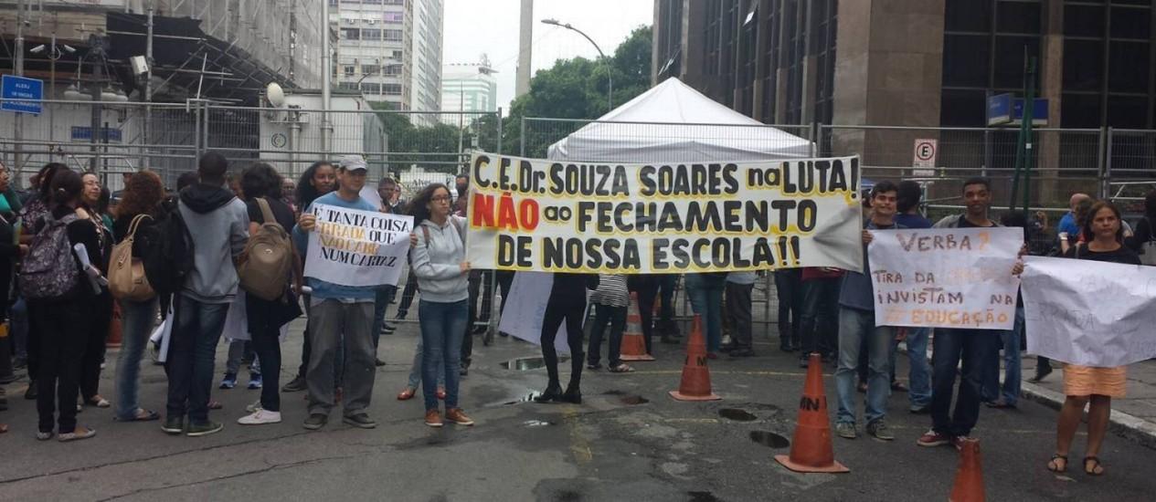 Professores e alunos protestam contra remodelação de escolas estaduais Foto: Célia Costa - 01/12/2016 / Agência O Globo