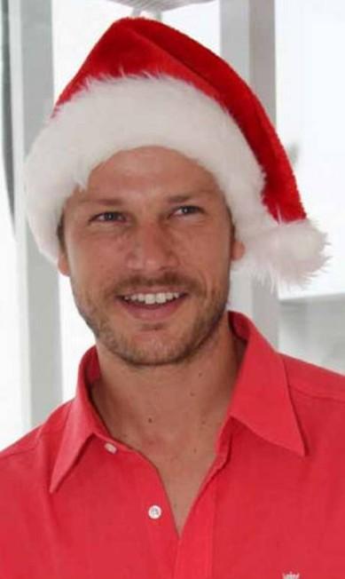 Em 2010, o apresentador Rodrigo Hilbert foi o 'presente' de Natal de uma ação promocional da marca de sapatos Schutz, em São Paulo Divulgação