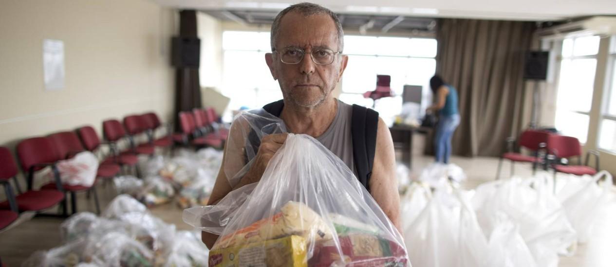 Resultado de imagem para Servidores do Rio recebem cestas basicas