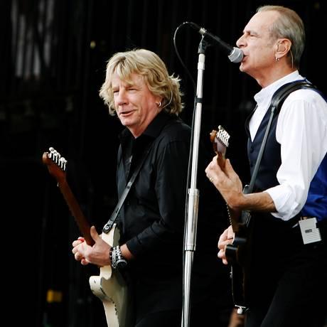 Rick Parfitt (à esquerda) com o vocalista Francis Rossi durante apresentação do Status Quo em 2009 Foto: Luke MacGregor / REUTERS