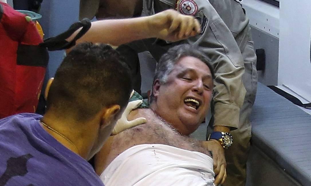 O ex-governador Anthony Garotinho, preso em novembro de 2016, durante a transferência do hospital municipal Souza Aguiar para o presídio em Bangu Foto: Alexandre Cassiano / Agência O Globo