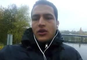 Anis Amri, em vídeo da Agência de Notícias Amaq, ligada ao Estado Islâmico Foto: AP