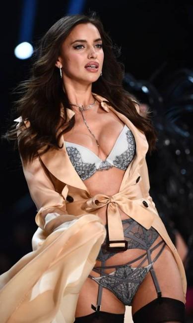 Em alta, Irina Shayk fez sua estreia no desfile da Victoria's Secret este ano, em Paris MARTIN BUREAU / AFP