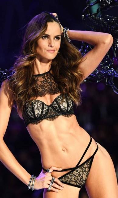 Mais de Izabel Goulart na Victoria's Secret MARTIN BUREAU / AFP