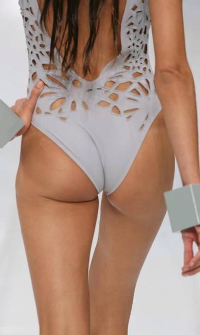 Em 2006, o bumbum de Izabel já tinha sido alvo no desfile de verão 2007 da estilista Lenny Niemeyer, no Fashion Rio Fabio Rossi/ O Globo
