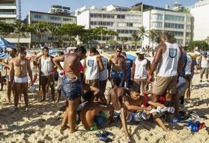 Guarda Municipal tenta conter tentativas de arrastão Foto: Bárbara Lopes / Agência O Globo