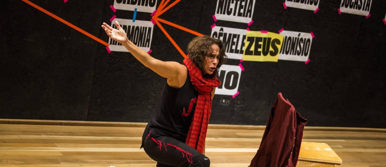 Andrea Beltrão em 'Antígona' Foto: Bárbara Lopes / Agência O Globo