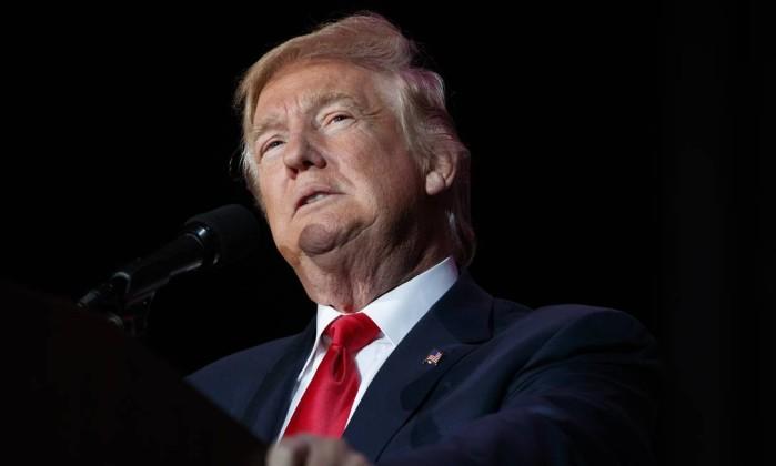 Trump  pede que Israel continue forte