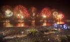 Queima de fogos na praia de Copacabana. Foto: Hermes de Paula / Agência O Globo