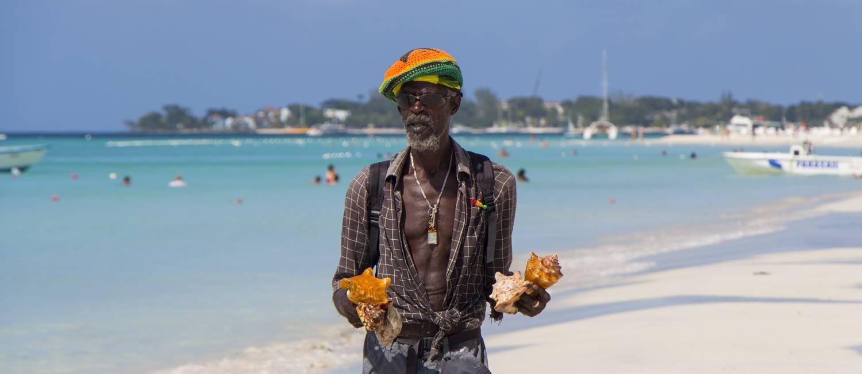 Morador de Negril, na Jamaica, caminhas nas areias da Seven Mile Beach Foto: Anderson Spinelli / Arquivo pessoal