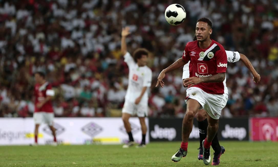 Neymar domina a bola no Maracanã. Atacante do Barcelona foi a principal atração do Jogo das Estrelas Thiago Freitas