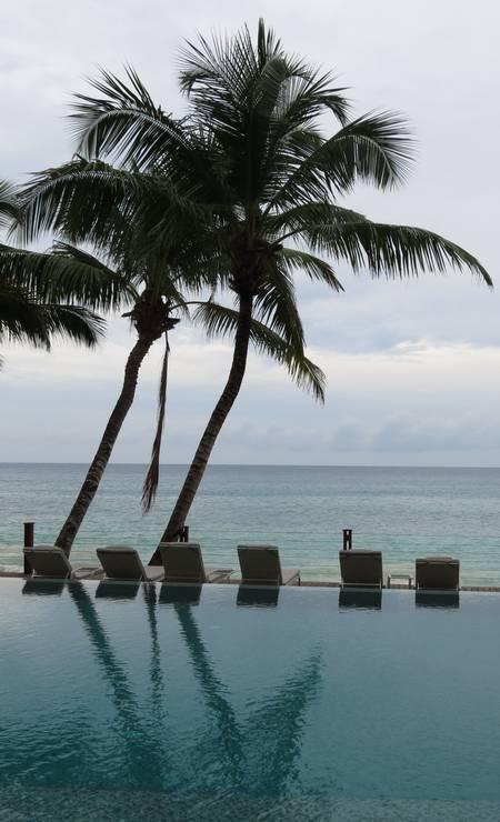 """""""Eram tantos tons de azul no mar que às vezes pareciam uma miragem. As praias de Seychelles, na África, fazem jus à fama de serem algumas das mais belas do mundo. Em terra firme, animais e plantas que poderiam ter saído de contos fantásticos completam o cenário, num pequeno país onde luxo e simplicidade andam lado a lado."""" (Rafael Galdo, repórter) Foto: Rafael Galdo / O Globo"""