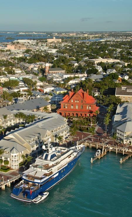 """""""Saindo de Miami, uma estrada cênica corta as ilhas ao sul da Flórida e chega a Key West, uma cidade histórica que une a cultura sulista americana com a influência cubana, país que fica a apenas 170km dali. Uma combinação tão inusitada como inesquecível."""" (Carolina Mazzi, repórter) Foto: Andy Newman/Visit Florida / Divulgação"""