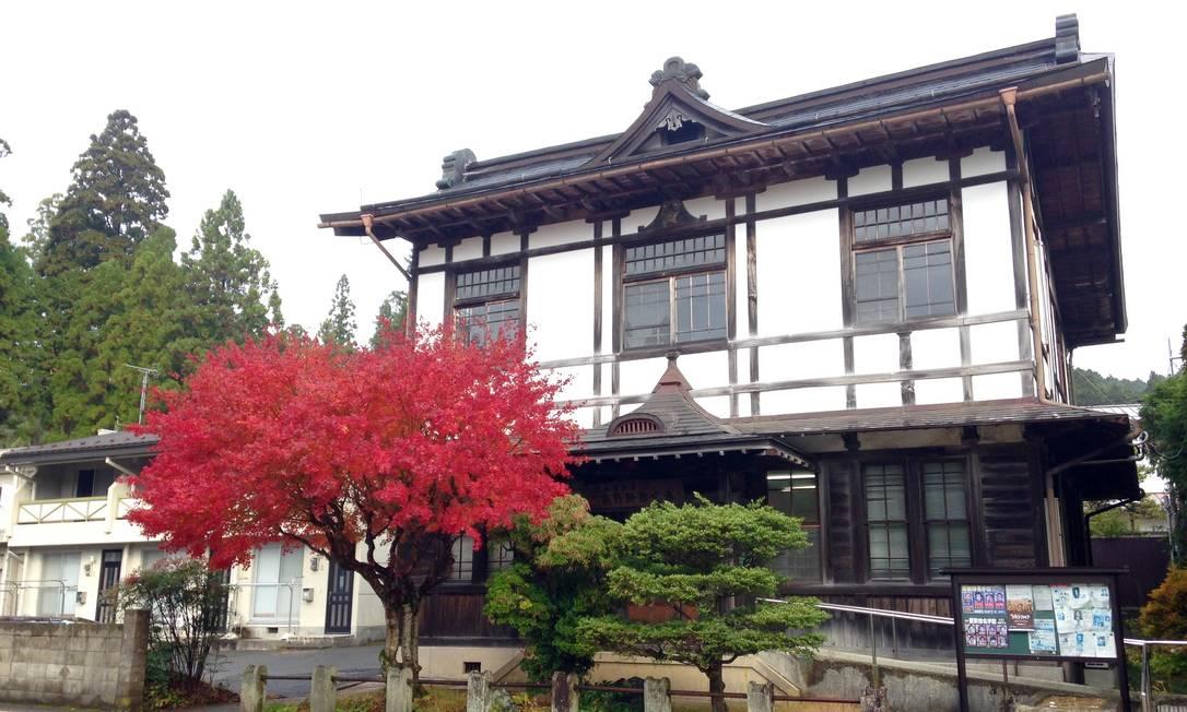 """""""Koyasan, lugarejo no Monte Koya, berço de uma das maiores escolas do budismo japonês, o Shingon, leva o visitante a experimentar um pouco do que há de mais sagrado na cultura do país. E é tudo tão lindo que até o prédio da delegacia (na foto) fica bem na foto. No geral, o Japão surpreende e pede bis!"""" (Léa cristina, editora) Foto: Léa Cristina / O Globo"""