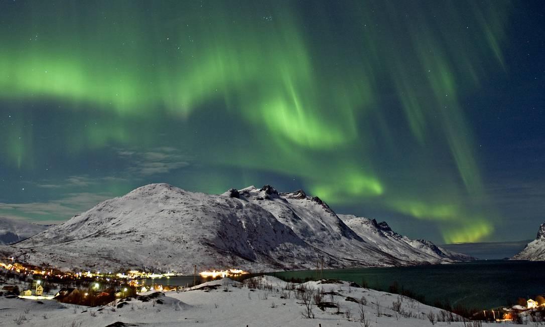 """""""Em Tromso, na Noruega, acima do Círculo Polar Ártico, a grande emoção é se afastar ao máximo da cidade e passar muito tempo olhando para o céu, em pleno inverno. Quando a aurora boreal colore a escuridão, as temperaturas negativas desaparecem como mágica."""" (Eduardo Maia, repórter) Foto: Bjorn Jorgensen/Visit Norway / Divulgação"""