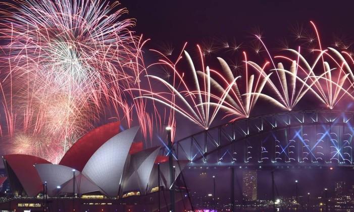 Fogos de artifício na Baía de Sydney, na Austrália Foto: Saeed KhanAEED KHAN / AFP
