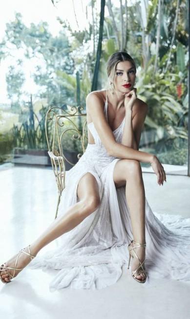 Grazi usa estido (R$ 17.520) Martu. Brincos (R$ 5.000) e sapato (sob consulta) Dolce & Gabbana Daniel Mattar