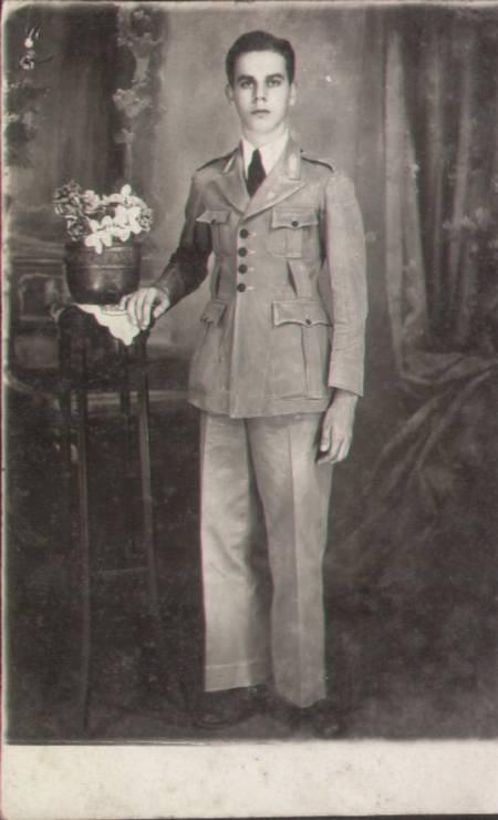 Aluno do Colégio Pedro II em 1930: o cáqui passou a predominar no uniforme a partir da década de 1910 Foto: Acervo NUDOM/Divulgação