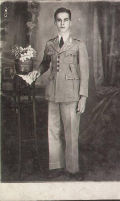 Aluno do Colégio Pedro II em 1930: o cáqui passou a predominar no uniforme a partir da década de 1910 Acervo NUDOM/Divulgação
