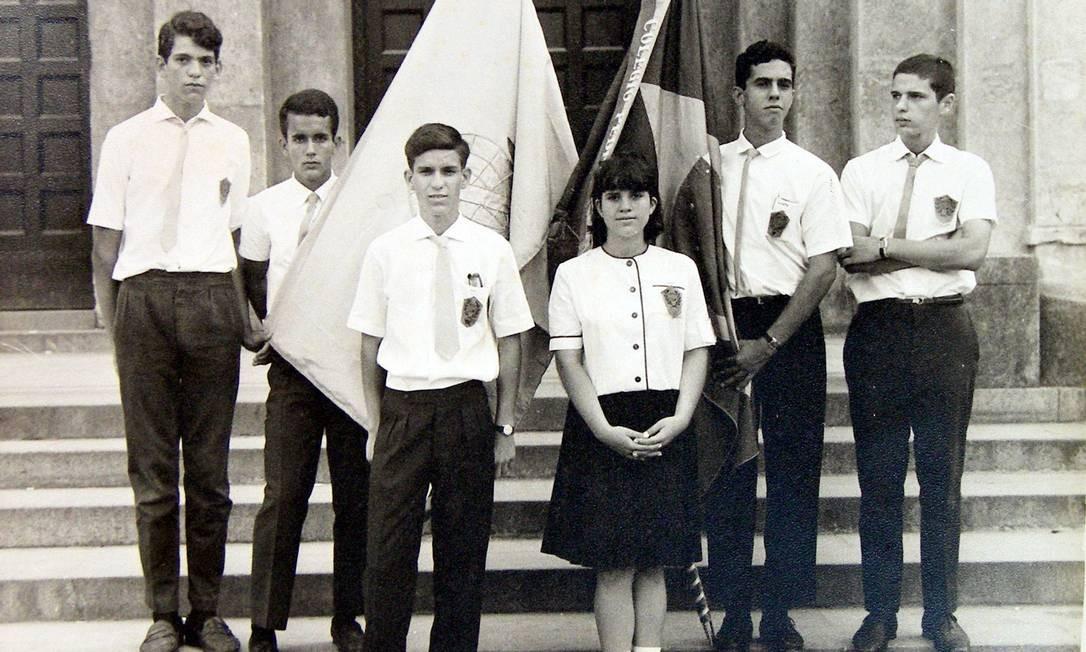 Blusa branca, calça e saia azuis foram adotadas em 1962 pelo Colégio Pedro II e permanecem até hoje Foto: Acervo NUDOM/Divulgação