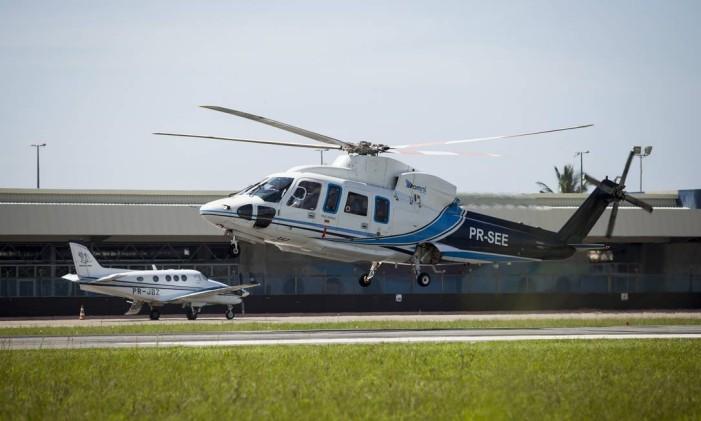 Helicóptero decola no Aeroporto de Macaé (RJ) Foto: Hermes de Paula/ Agencia O Globo