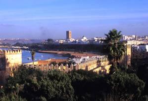 Os muros da medina de Rabat, no Marrocos, se estentem até às margens do Atlântico Foto: Divulgação / Czile Treal & Jean-Michel Ruiz