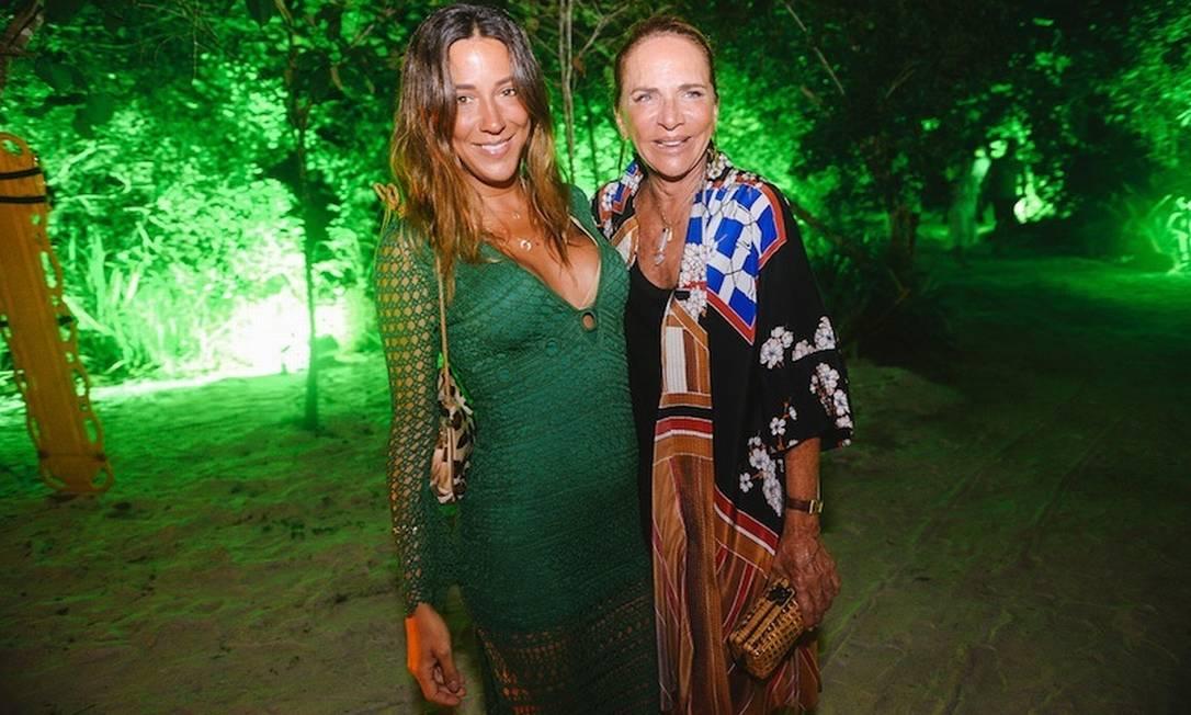 A estilista Lenny Niemeyer com a filha Isabel André Ligeiro/ Divulgação
