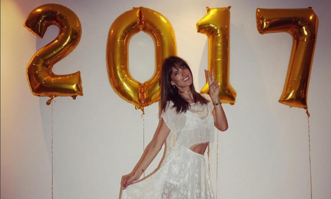 Alessandra Ambrósio deixou sua casa em Los Angeles para curtir a passagem do ano em Florianópolis, onde ela tradicionalmente passa as férias de fim de ano Instagram