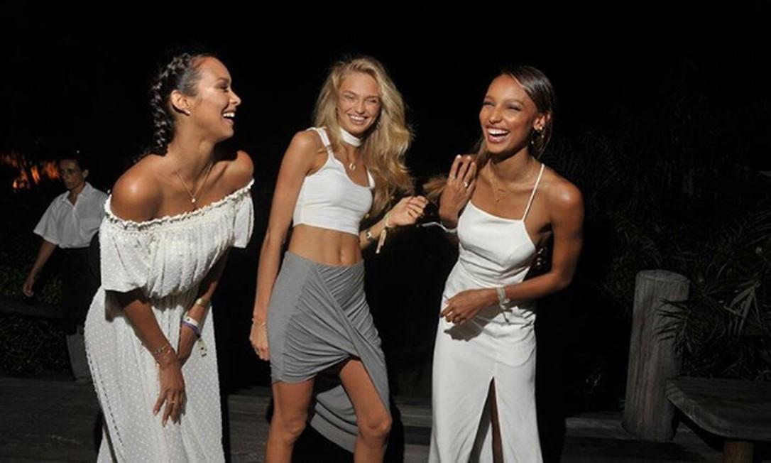 As angels da Victoria´s Secret Lais Ribeiro, Romee Strijd e Jasmine Tookes passaram o dia 31 de dezembro juntas em Trancoso, na Bahia Instagram