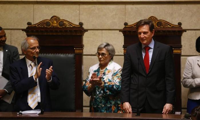 Em primeiro dia de governo, Crivella vai ao Hemorio doar sangue