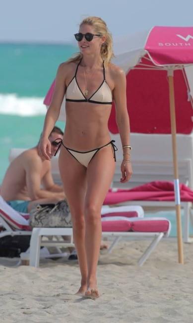 Dona de uma das carreiras e corpos mais desejados da moda, a holandesa Doutzen Kroes, ex-angel da Victoria´s Secret, esquentou o clima da praia de South Beach, em Miami, no primeiro dia do ano AKMG / AKM-GSI