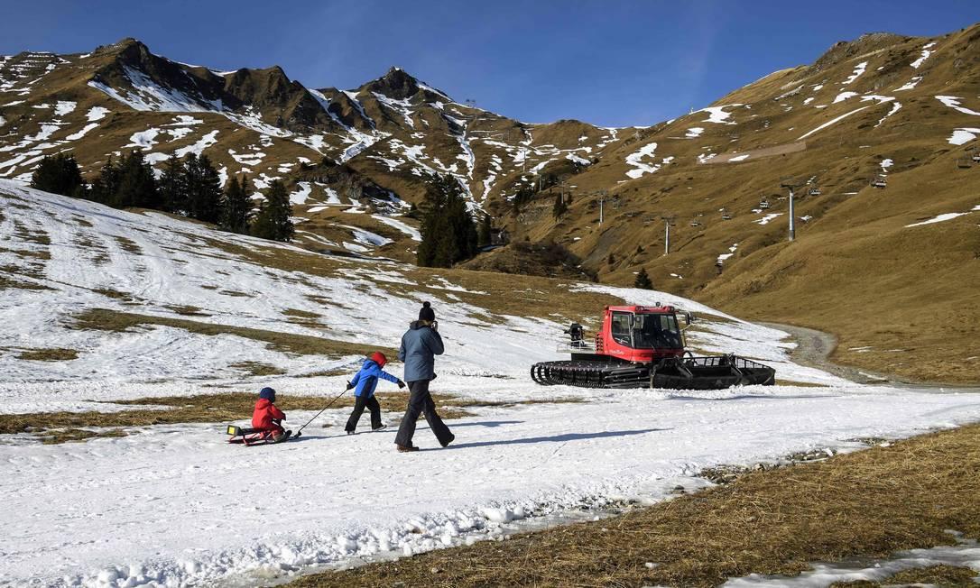 Muitos lugares no oeste do país não viram um único floco de neve ou gota de chuva em dezembro FABRICE COFFRINI / AFP