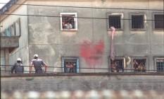 Rebelião na Casa de Detenção de São Paulo, conhecida como Carandiru, em outubro de 1992 Foto: Nellie Solitrenick/Agência O Globo