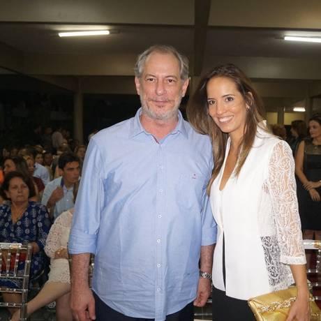 Ciro Gomes e a namorada Giselle Bezerra, produtora de TV Foto: Reprodução