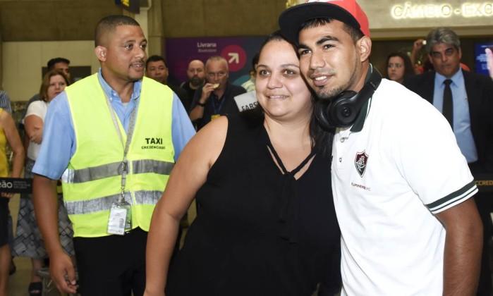 Dupla equatoriana é apresentada oficialmente pelo Fluminense após gafe no aeroporto