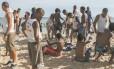 Na praia. Guardas municipais revistam menores após arrastão no Arpoador: hoje somente uso de cassetete é liberado