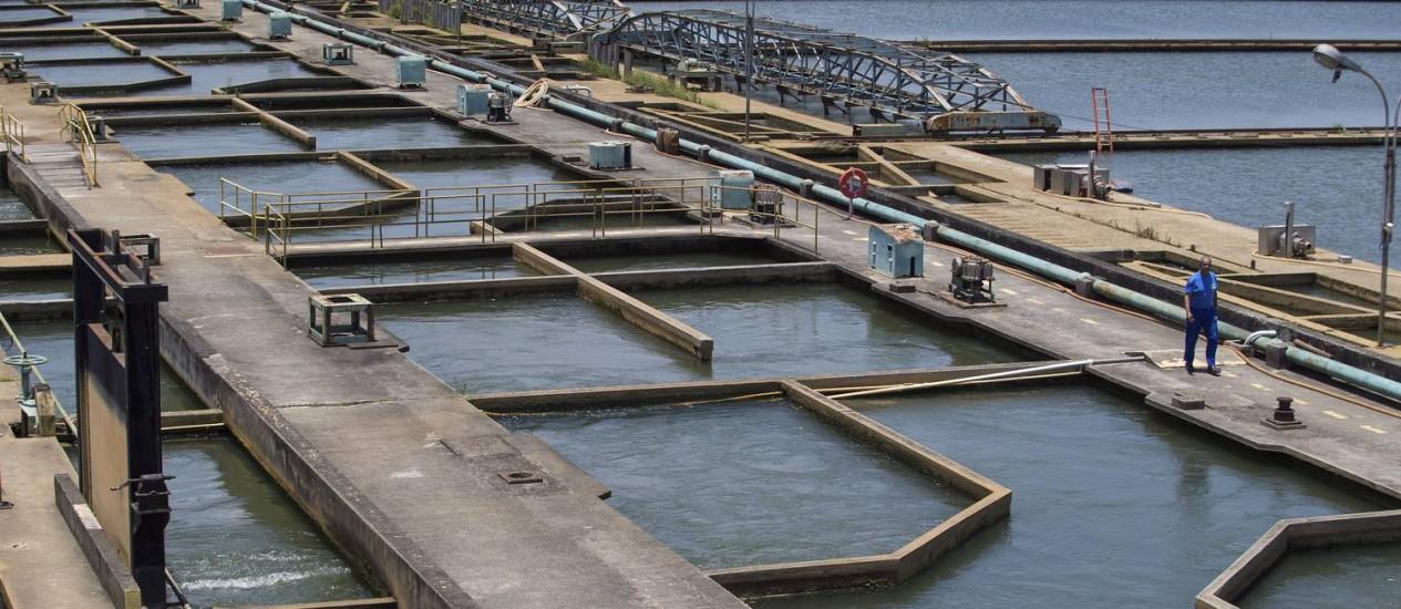 Os tanques de tratamento de agua da Estação de Tratamento do Guandu Foto: Antonio Scorza em 12/11/2014 / Agência O Globo