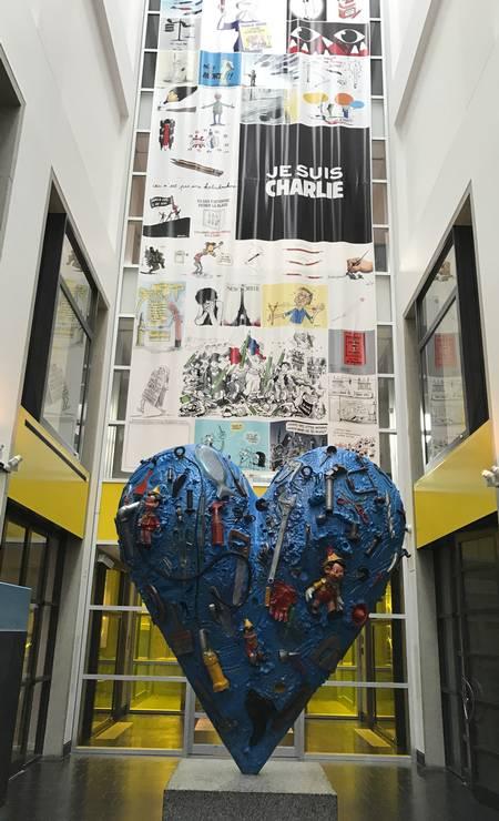 Coração na entrada do Pavillion pour la Paix do Museu de Belas Artes de Montreal. Cidade tem tradição em artes plásticas Foto: Martha Beck / O Globo