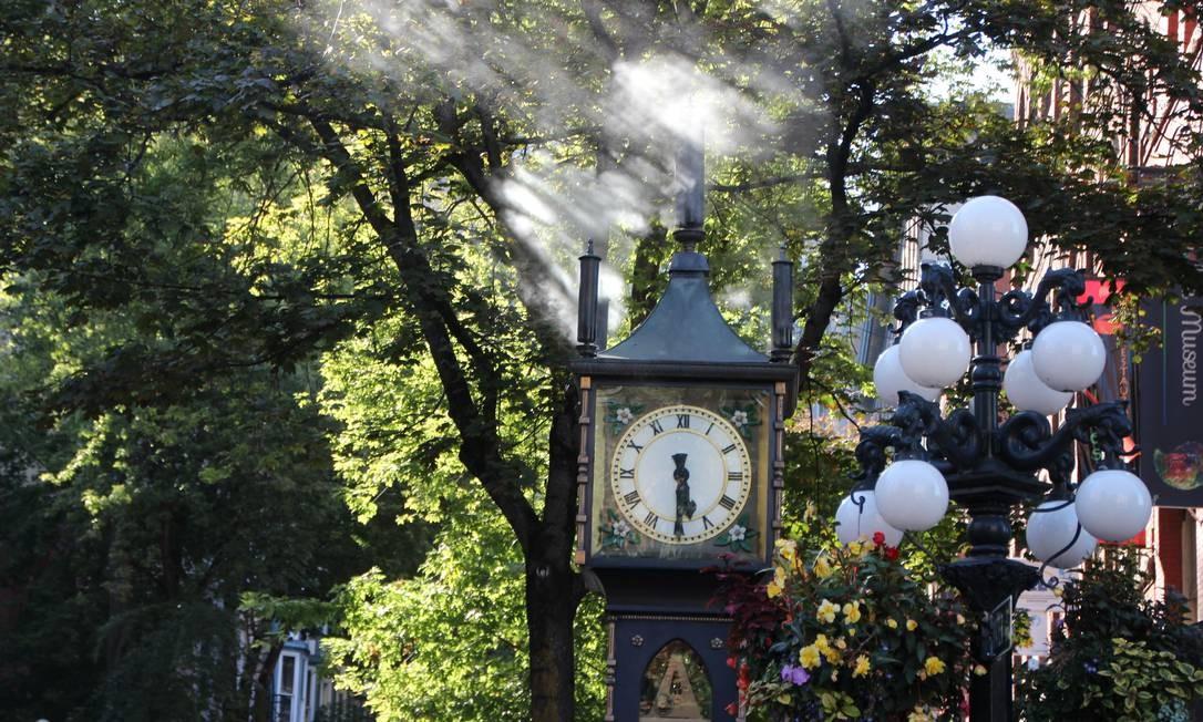 Vancouver é a principal cidade da Costa Oeste canadense. Um dos destaques é o charmoso distrito de Gastown, onde fica o Steam Clock, que a cada 15 minutos apita e solta vapor Foto: Eduardo Maia / O Globo