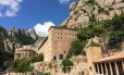 O Monastério de Montserrat, com as montanhas ao fundo