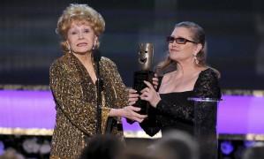 Debbie Reynolds e Carrie Fisher em foto de 2015 Foto: Vince Bucci / Vince Bucci/Invision/AP