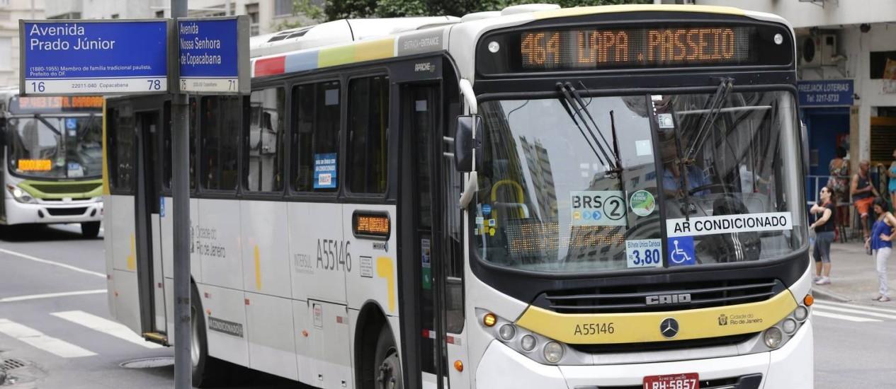 Ônibus municipal em Copacabana Foto: Domingos Peixoto em 01/06/2016 / Agência O Globo
