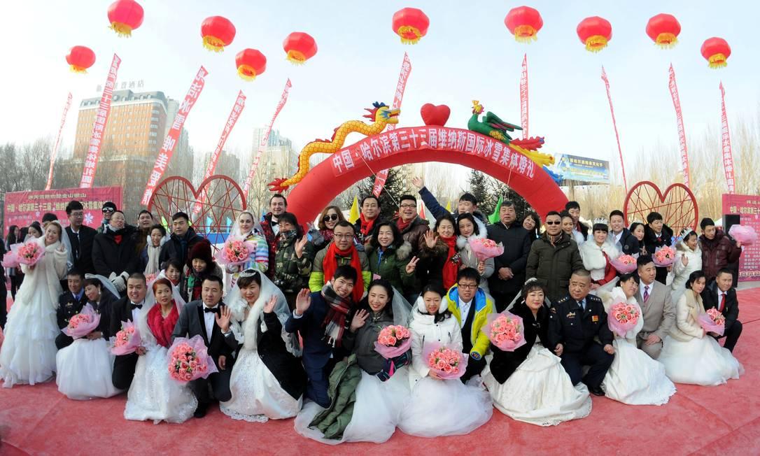 Também é marca do evento o congelante casamento coletivo; nesta 33ª edição, cerimõnia aconteceu na sexta-feira CHINA STRINGER NETWORK / REUTERS