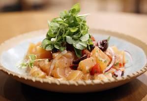 Barra - O ceviche de salmão da chef Heaven Delhaye Foto: DIVULGAÇÃO/LE CLUB