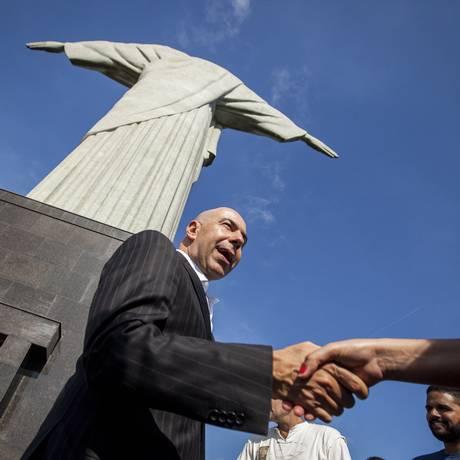 RI Rio de Janeiro (RJ) 06/01/2017 - Marcelo Alves Presidente da RioTur faz um passeio pelo Corcovado e conversa com turistas. Foto Hermes de Paula / Agencia O Globo. Foto: Agência O Globo
