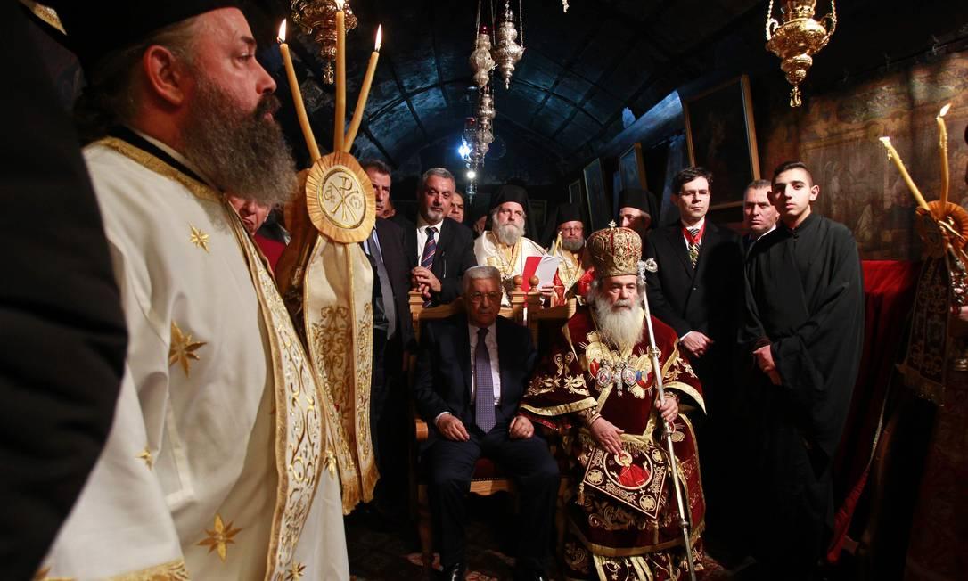 O presidente da Palestina, Mahmoud Abbas, participou de uma missa de Natal da Igreja Ortodoxa Grega, na Igreja da Natividade, em Belém, na Cisjordânia MUSA AL SHAER / AFP