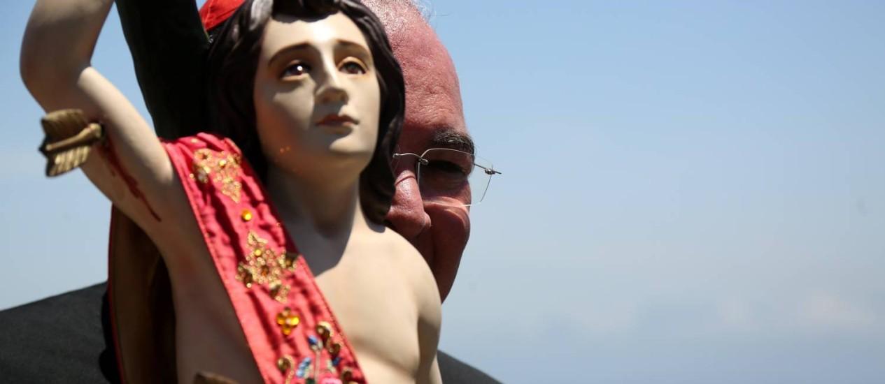 O arcebispo Dom Orani com a imagem de São Sebastião Foto: Custódio Coimbra / Custódio Coimbra
