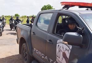 Viaturas da Polícia Militar em frente à Penitenciária Agrícola de Monte Cristo, em Roraima Foto: Rodrigo Sales / Agência O Globo/06-01-2017