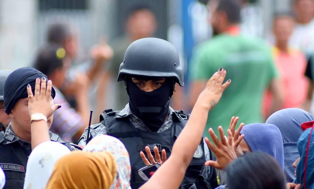 Os prisioneiros da Cadeia Pública Raimundo Vidal Pessoa, no Centro de Manaus, foram para lá transferidos após a chacina Foto: Chico Batata