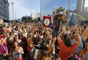 A alegria das marchinhas atraiu milhares às ruas do Centro Foto: Domingos Peixoto - 08/01/2016 / O Globo